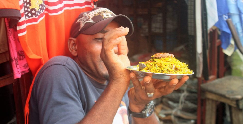 eating-street-food-nigeria